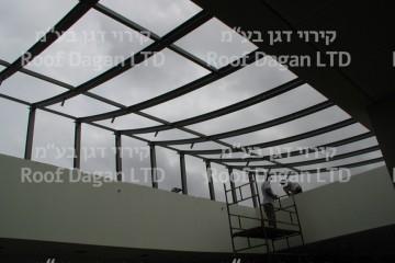 סקיילייט מעל בית הכנסת מושב נוב
